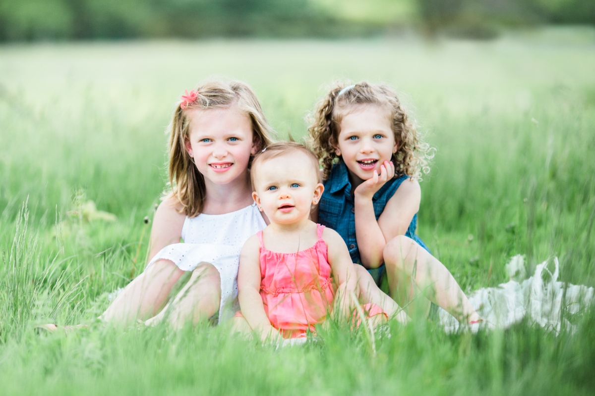 three sisters sitting on blanket in the grass | cleveland, ohio family portraits