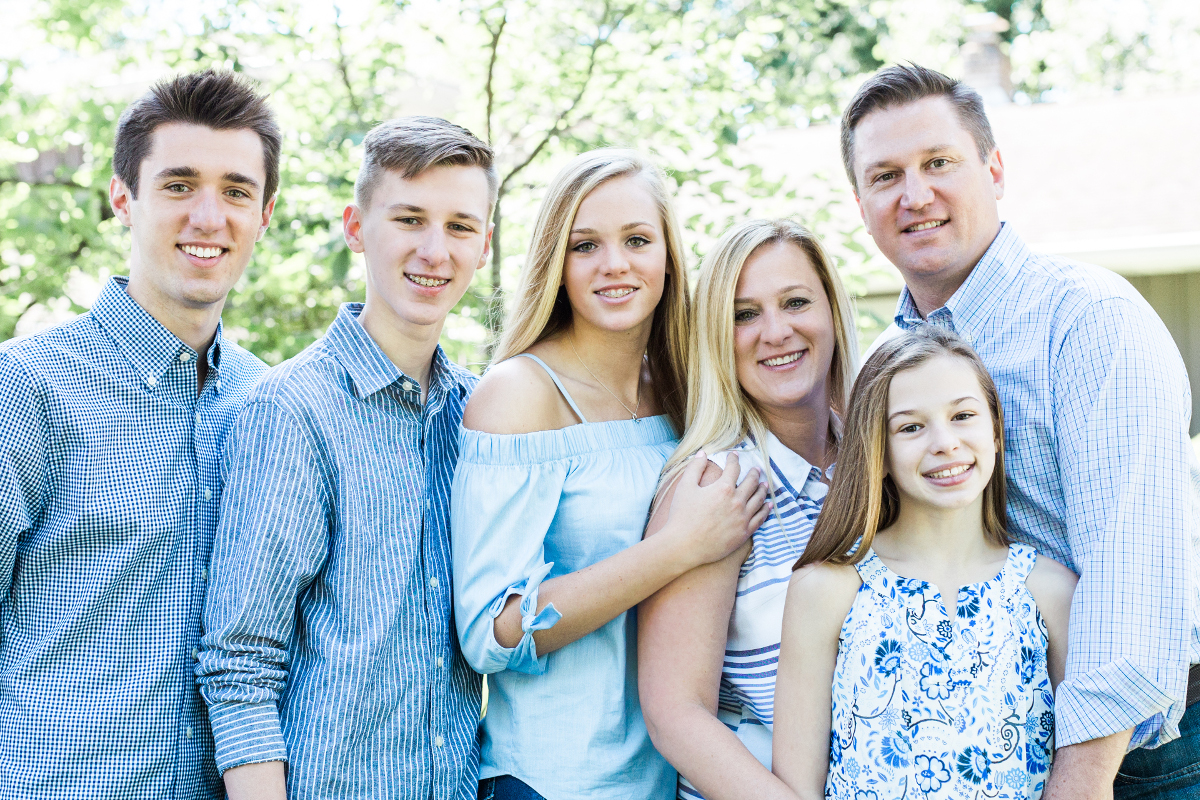 family of six grouped together closely | cleveland, ohio family photographer