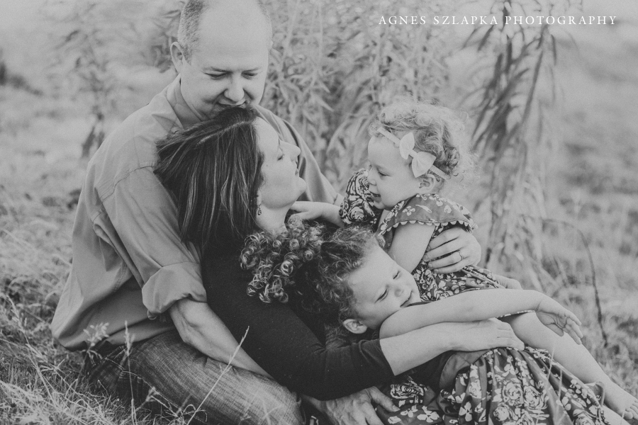 family of four sitting on grass | cleveland, lifestyle photographer