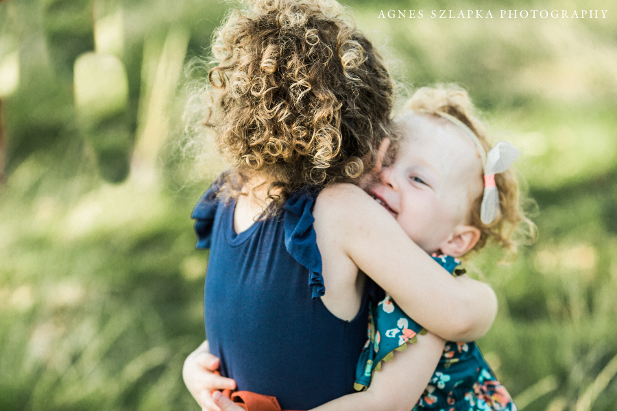 older sister hugging younger sibling | cleveland, OH lifestyle family photography