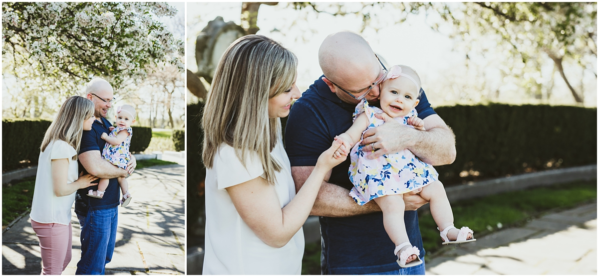 mom and dad with daughter at cleveland art musuem | Shaker Heights lifestyle photographer