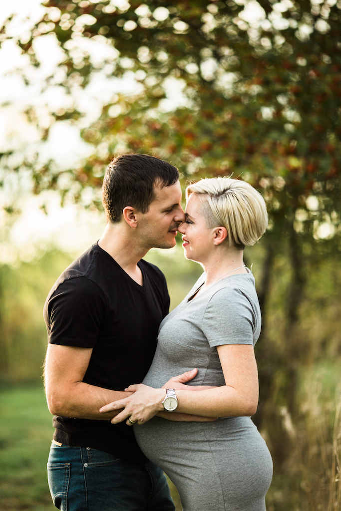 husband kissing pregnant wife | Cleveland, Ohio Maternity Photography
