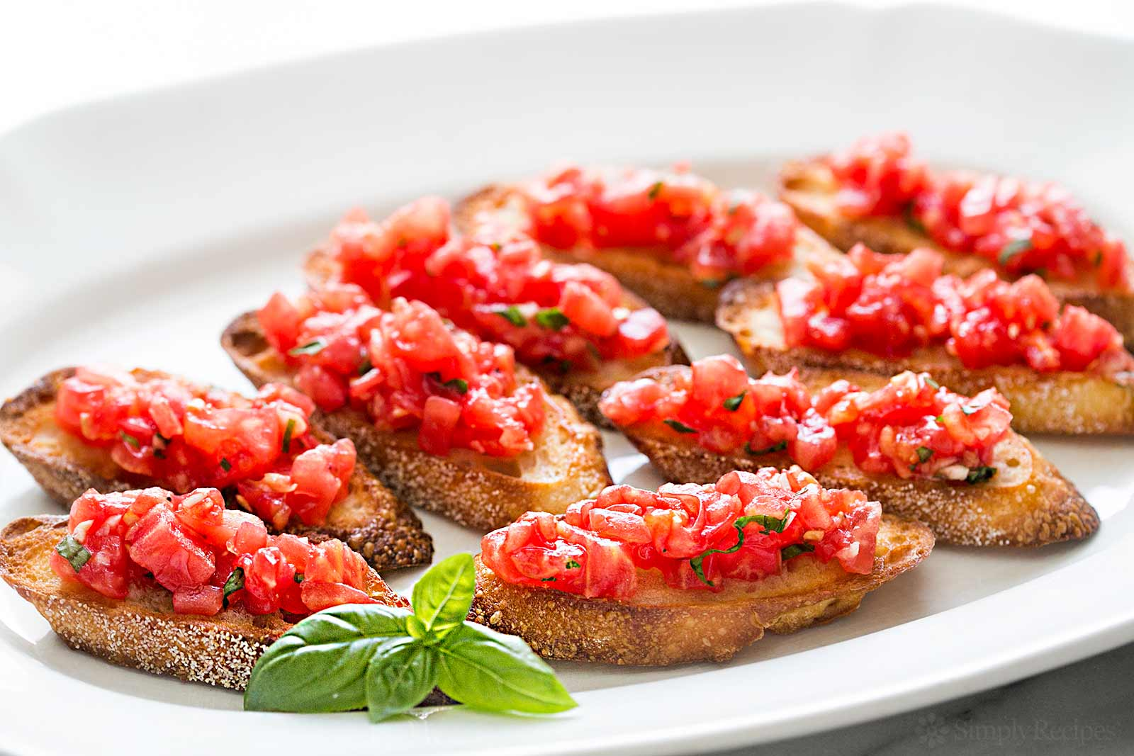 bruschetta-tomato-basil-horiz-a-1600.jpg