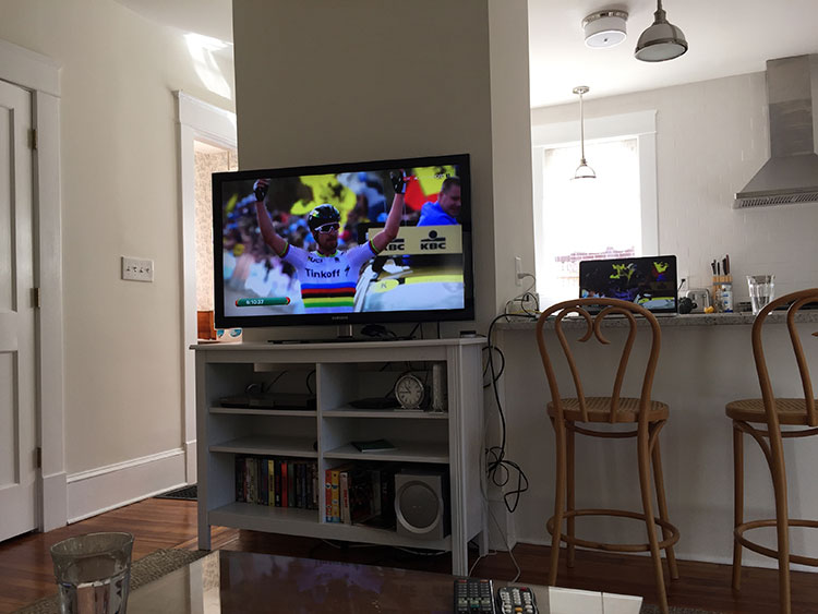 Streaming Tour of Flanders. Ugh, what a win for Sagan! He's so great for cycling.