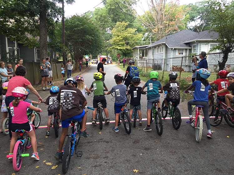 Kids lining up to race.