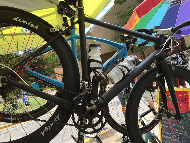 Another repainted bike, with multicolor spokes. dzmlyh wheels.