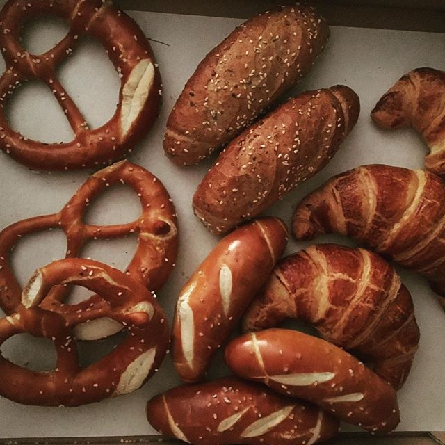 Beariggood Austrian bread😋 Daily delivery from the baker to our front door. #thisisluxury #austrianbread #hallerwirt #bearigworld #beariggood