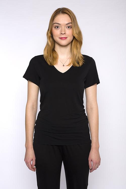 justine-leconte-black-tshirt-vneck