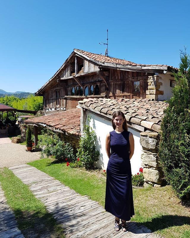 🎉Happy Sunday! There is a new video up on my channel: link in bio. And since it is about dresses, here is the dress I wore yesterday, at the Spanish wedding of 2 good friends that really found each other 💘💃🍾 I will post photos in my stories (fair warning: expect mainly food pics 😅). #Spain #Bilbao #summer #wedding #weddingguest #whatiwore #ootd #aboutlastnight #weddingparty #cervezaandbier