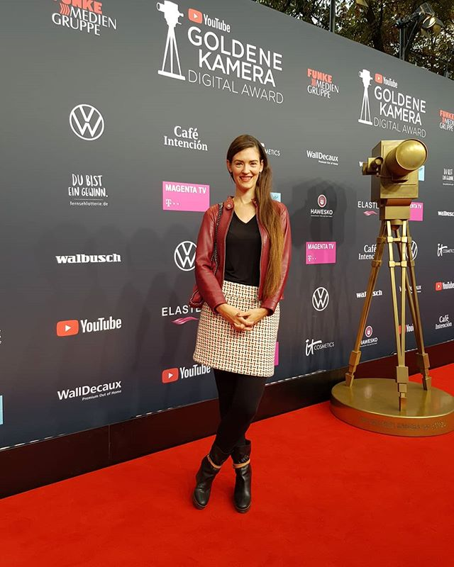 "Yesterday I was invited to the ""Golden Camera Digital Award"" ceremony in Berlin - and perfectly underdressed for a red carpet walk I hadn't planned 😅 I met fellow video makers, former colleagues & new inspiring people, including some that are usually rather on TV than standing in front of me. The music, the food, the organisation: everything was on point. Well done everyone involved 👏  #youtube #berlin #redcarpet #awardceremony #youtubemusic #youtubecreator #ytgkda #youtubedeutschland #youtubeuse #fridayfunday"