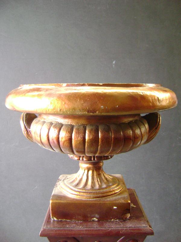 Gold Demedici urn