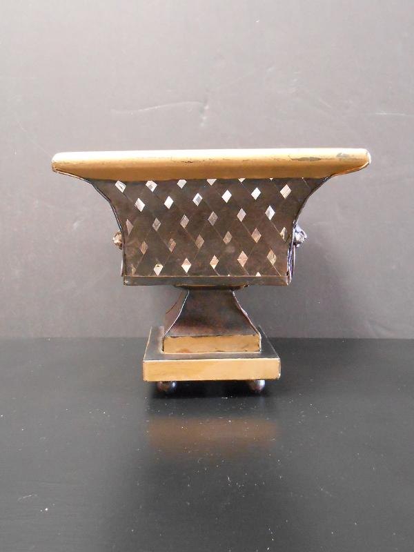 Metal lattice urn