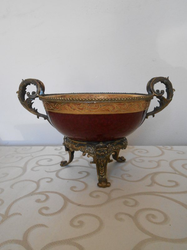 Red and gold Asian ceramic bowl