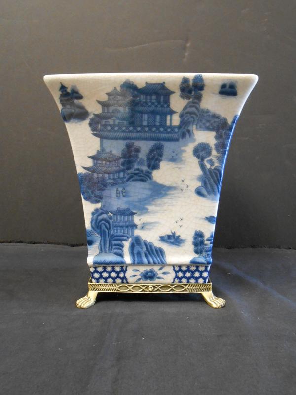 Tall pagoda pot