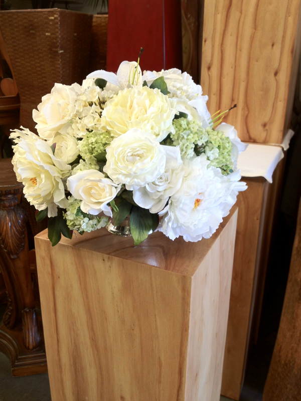 Gardeny white centerpiece