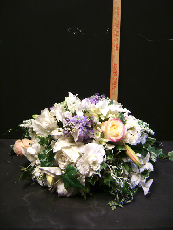 White and lavender gardeny centerpiece