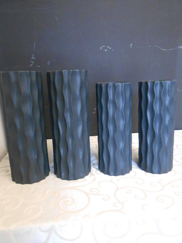 Black wavy vase