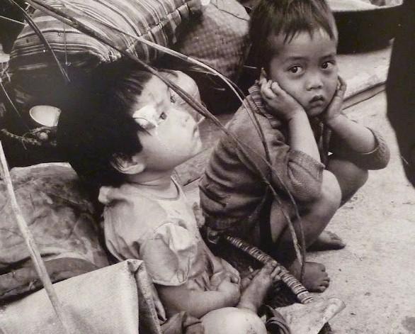 Ngày 30 tháng 4- 1975 người dân miền Nam chạy trốn, khi CS Bắc Việt tiến vào miền Nam. Nguồn internet.