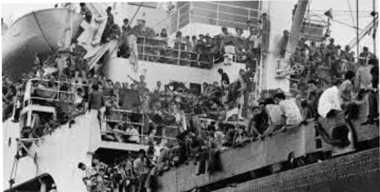 Người dân miền Nam chạy trốn chế độ Việt Cộng trong giai đoạn 30 tháng 4 năm 1975.
