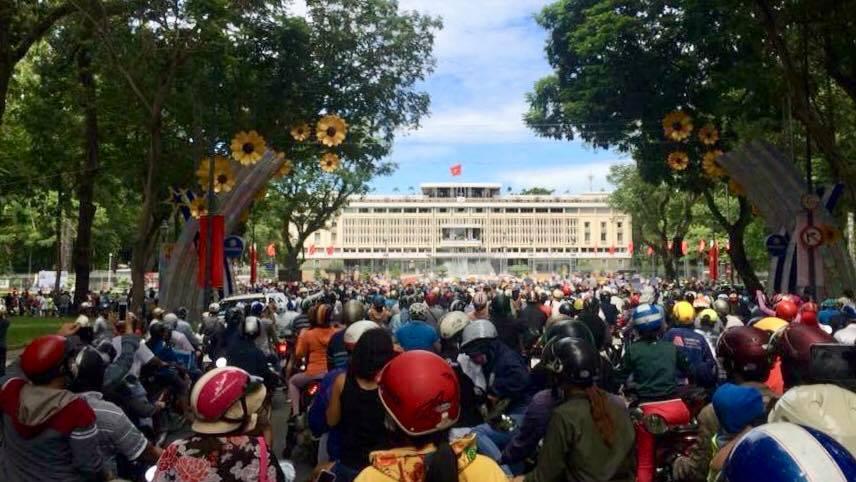 Người dân biểu tình tại thành phố Saigon. Hình ảnh lấy từ internet.