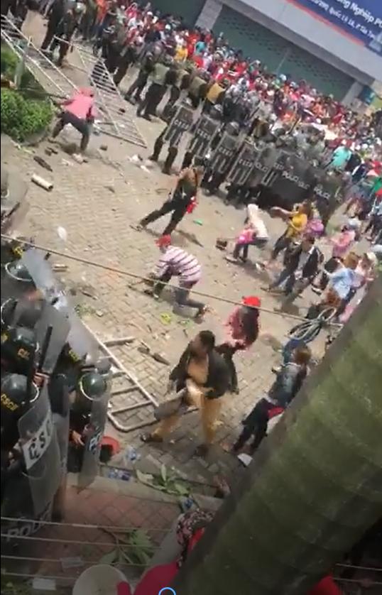 Người dân phản ứng với cách hành xử của CSCĐ Phan Rí, Bình Thuận.