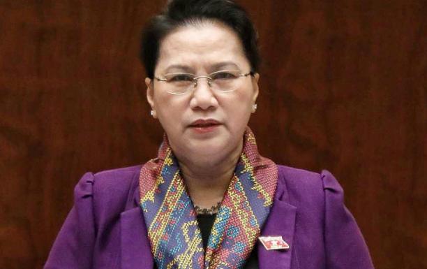 Chủ tịch Quốc Hội Việt Cộng Nguyễn Thị Kim Ngân phát biểu sáng 11 tháng 6 năm 2018, kêu gọi 'người dân bình tĩnh, tin vào quyết định của Nhà nước !'. Nguồn internet.