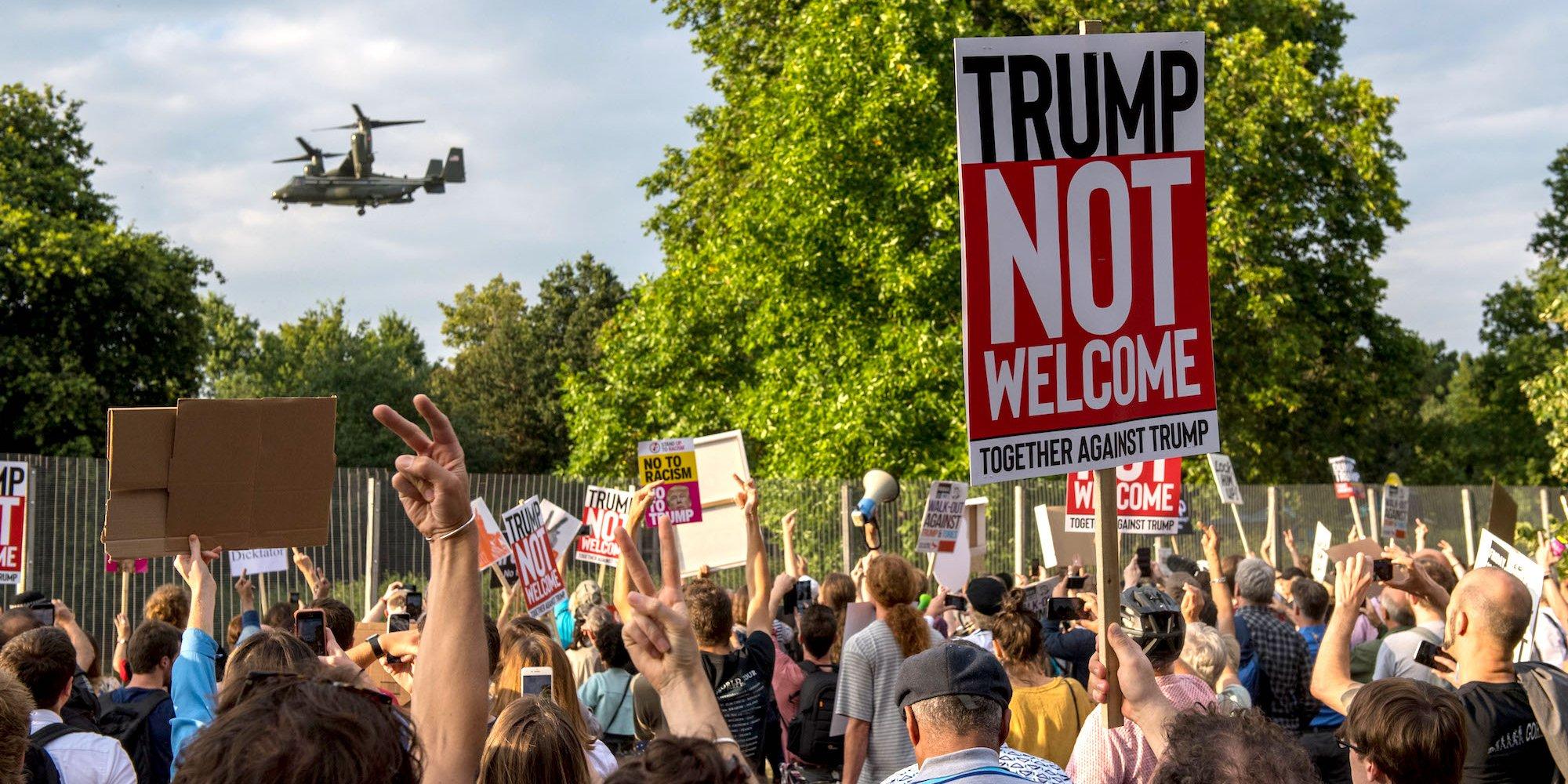 Tổng thống Trump đã gặp phải những cuộc biểu tình chống đối khi đến nước Anh. Nguồn internet.