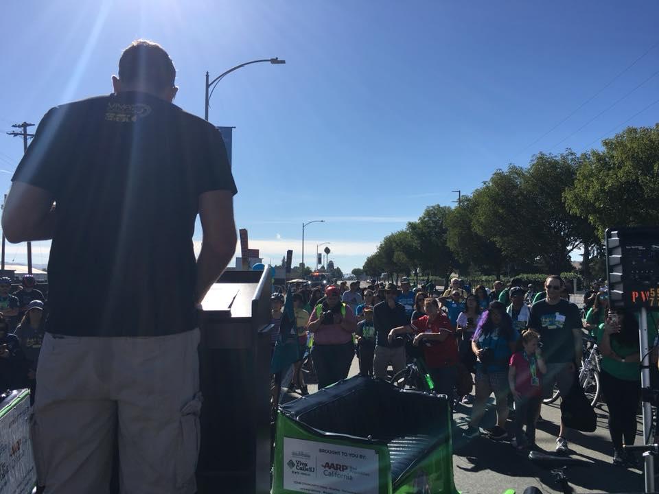 Thị trưởng Sam Liccardo phát biểu trước cư dân thành phố trước giờ khai mạc ngày hội.
