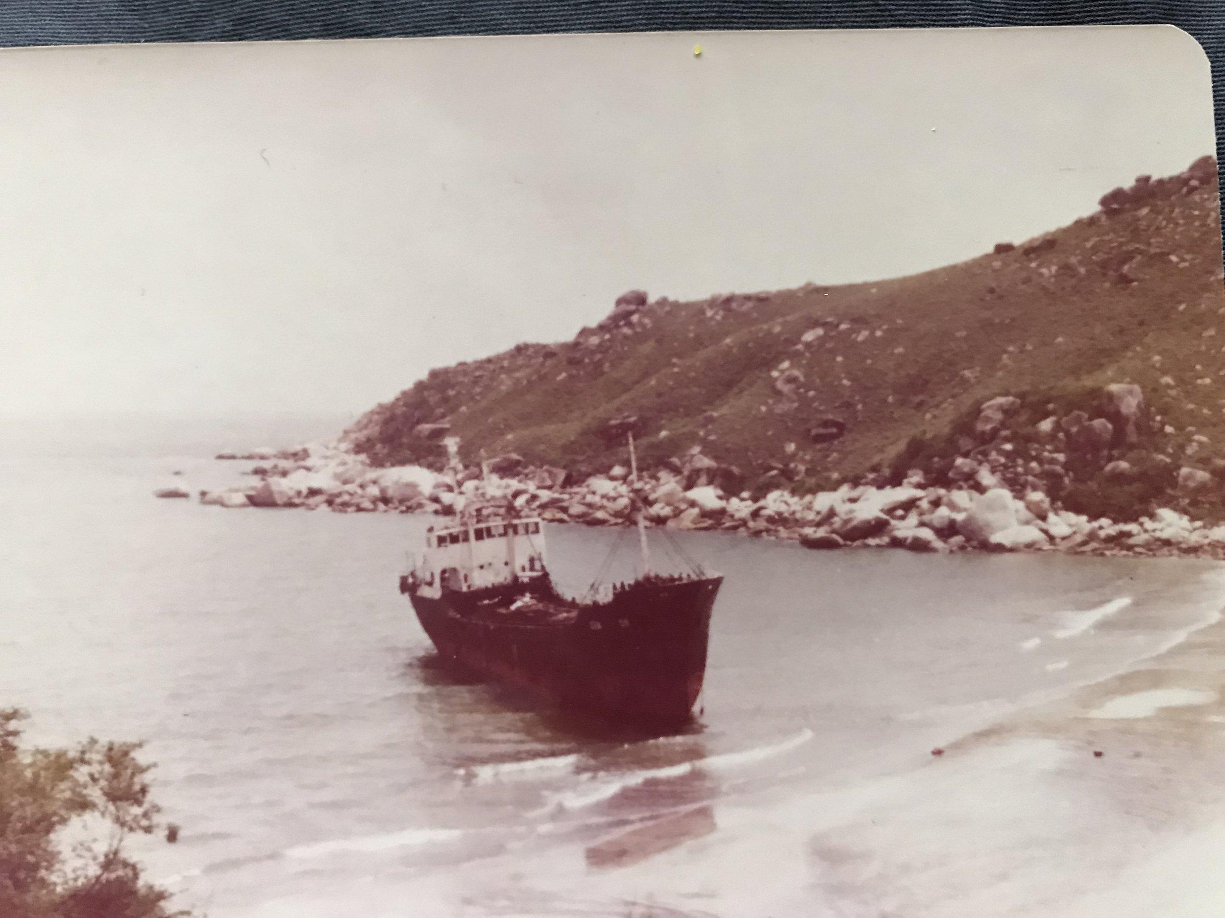 Con tầu đã chở người tỵ nạn cộng sản Việt Nam đi từ hướng Vũng Tầu sang Hong Kong năm 1979.