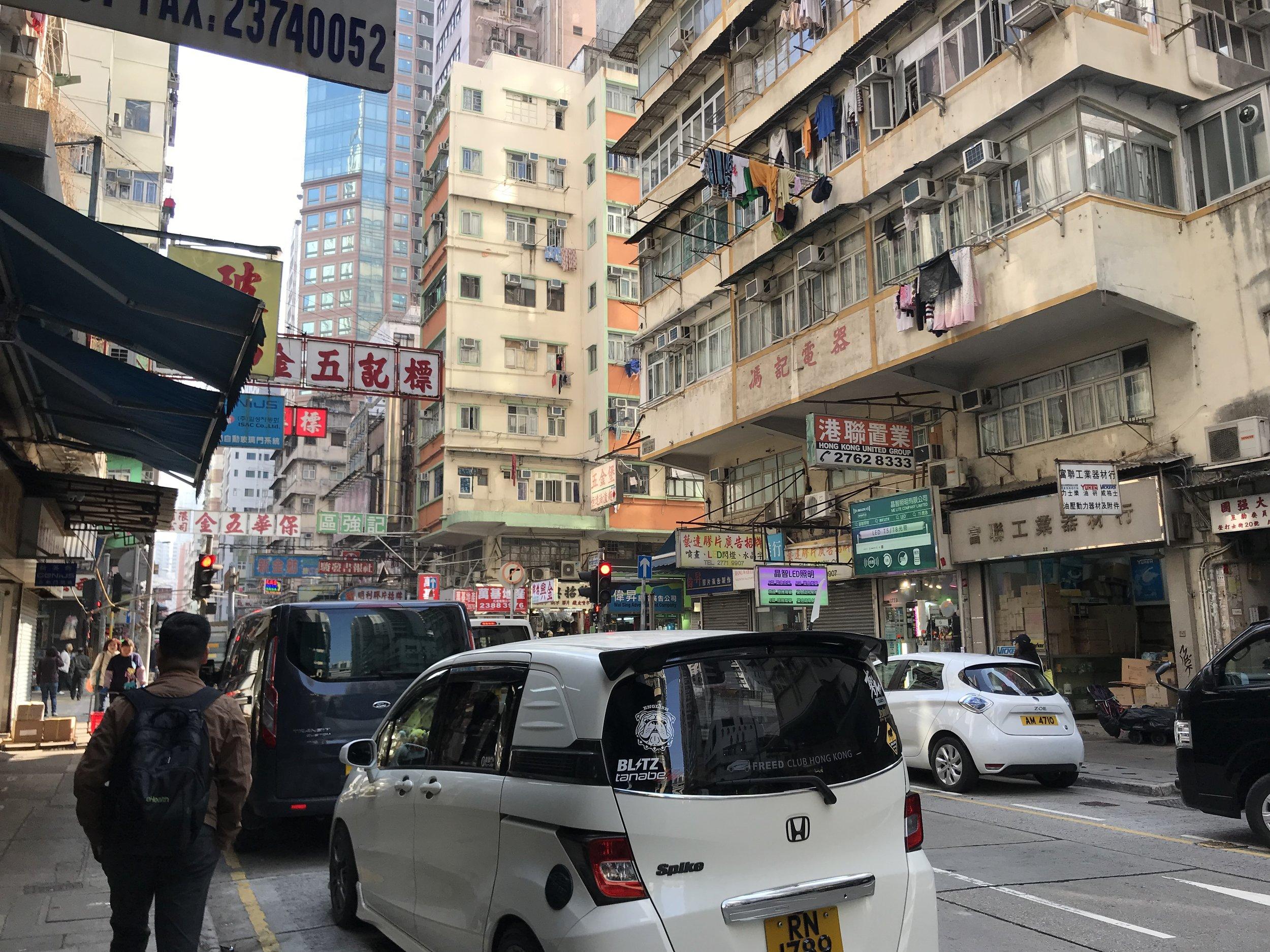 Một khu phố thương mại tại Kowloon (Cửu Long)