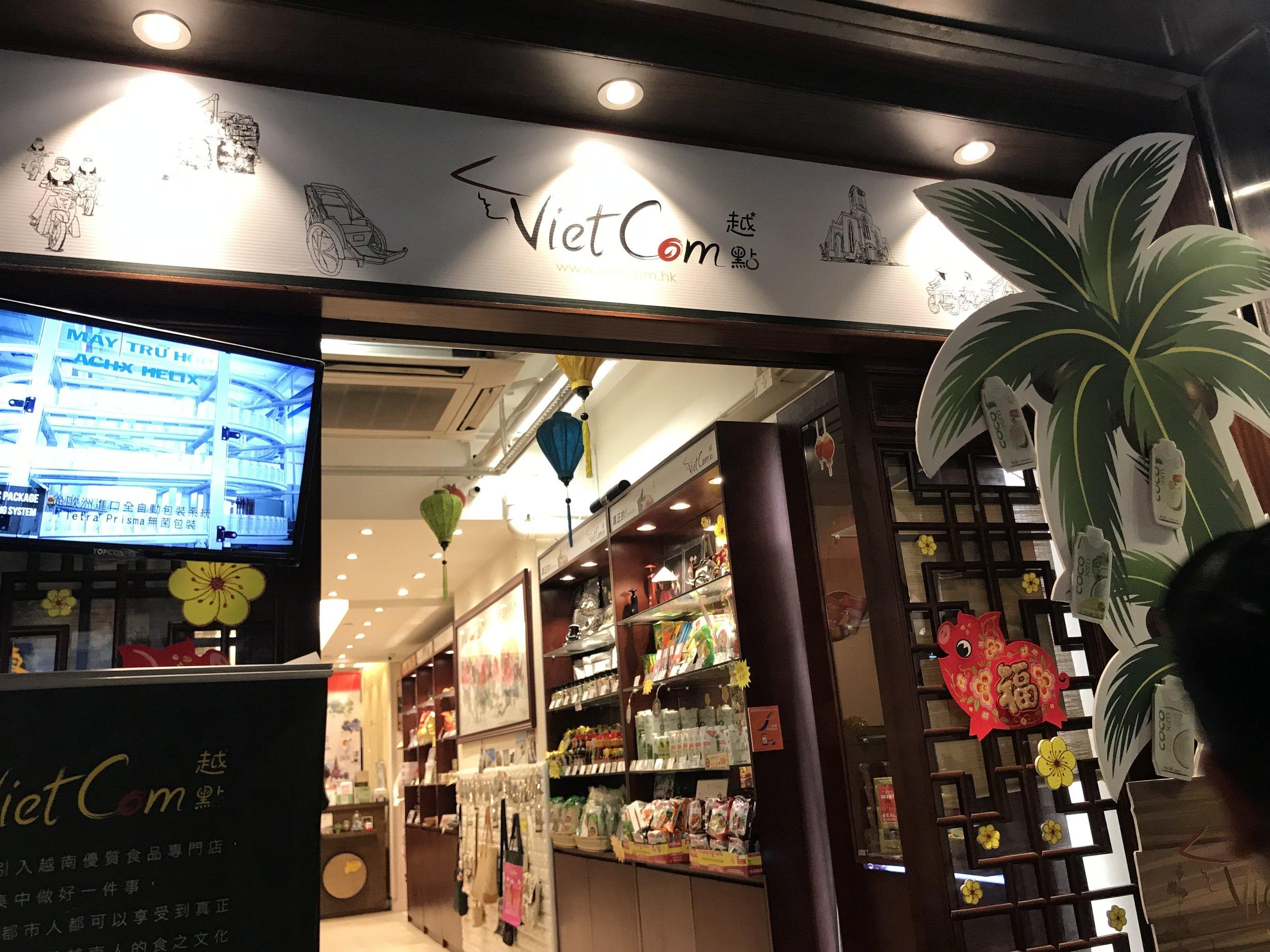 Một cửa tiệm bán coffee của người Việt tại đảo Kowloon.