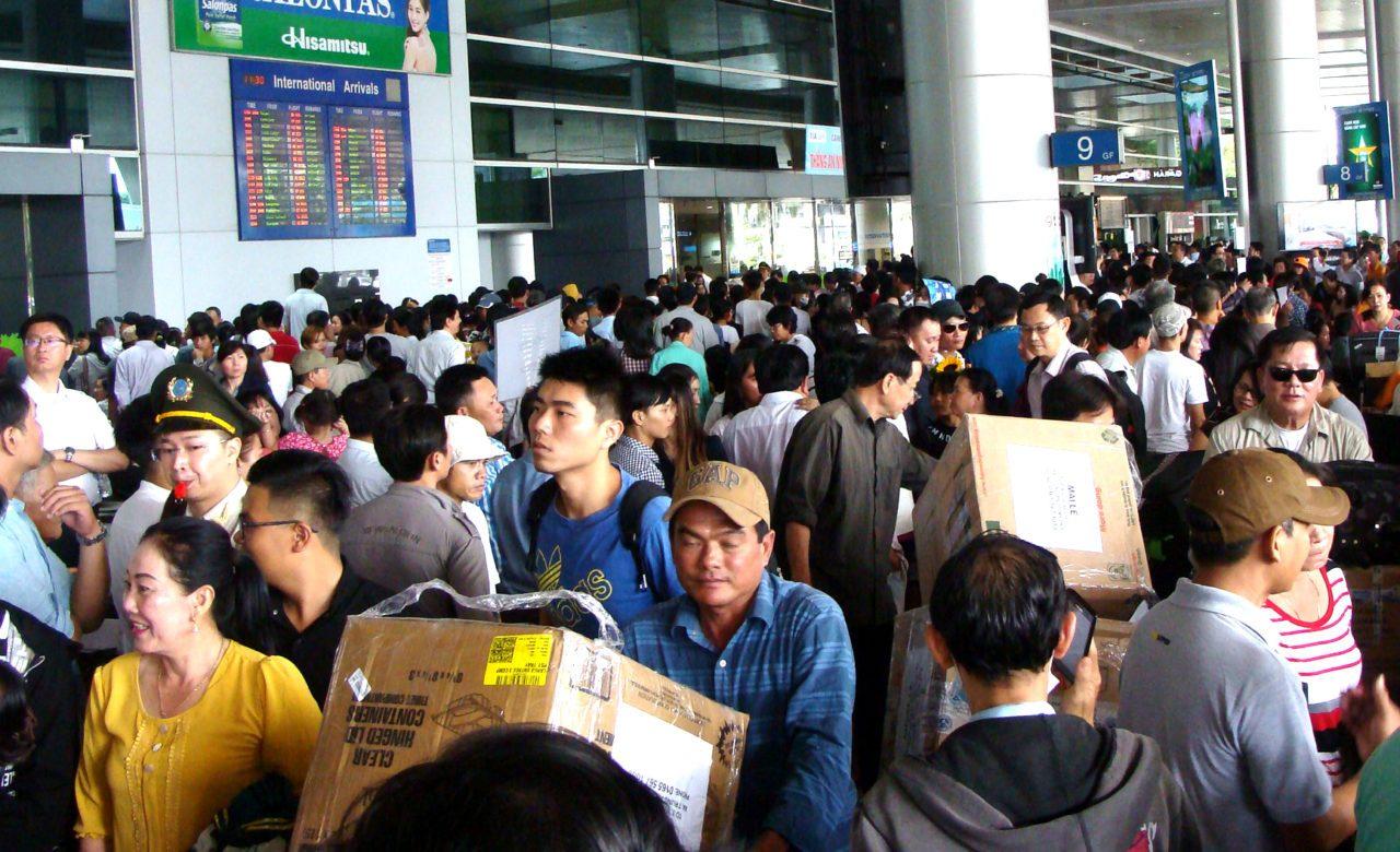 Việt kiều về VN ăn Tết. Nguồn internet.