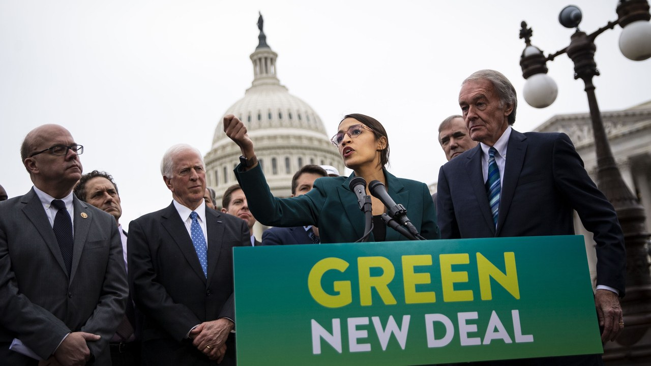 Alexandria Ocasio-Cortez Gave a Powerful Speech About the Green New Deal. Nguồn internet.