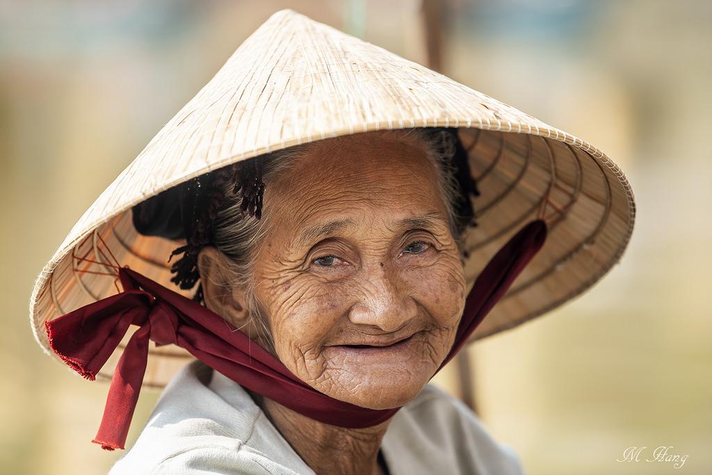 Bà Mẹ Quê. Nguồn internet.