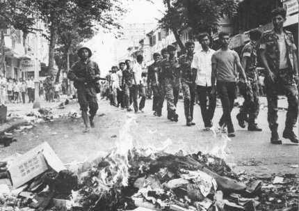 Saigon sau ngày 30 tháng 4 1975. Nguồn internet.