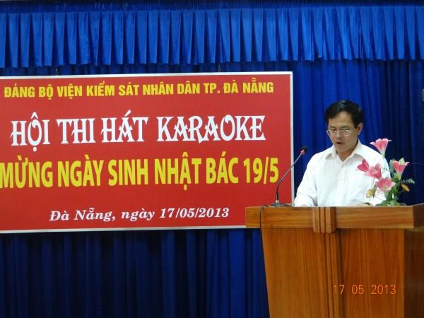 Ảnh 1 : Linh hát mừng sinh nhật bác của hắn.