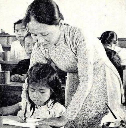 Cô giáo miền Nam trước 30 tháng 1975. Nguồn internet.