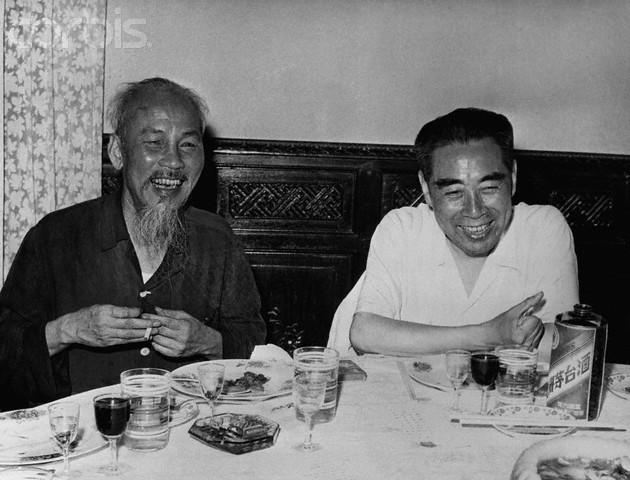 Hồ Chí Minh và Chu Ân Lai tại Trung Quốc. Nguồn Tễu Blog.