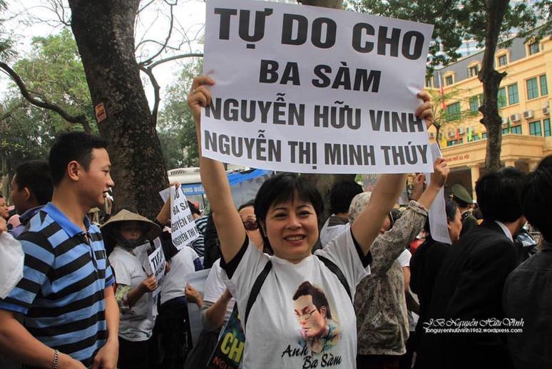 Nguyễn Thúy Hạnh. Tễu Blog.