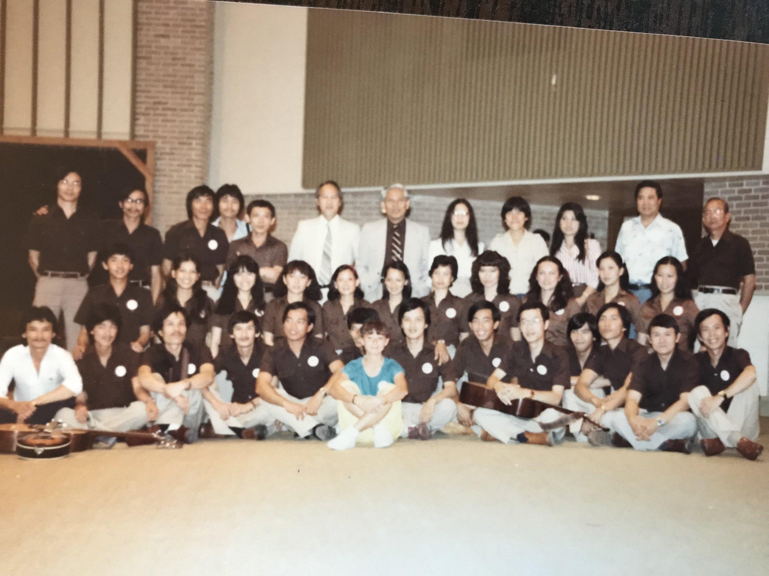 Đoàn văn nghệ Kháng Chiến Houston trong một chuyến lưu diễn ở Dallas. Texas, Hoa Kỳ.