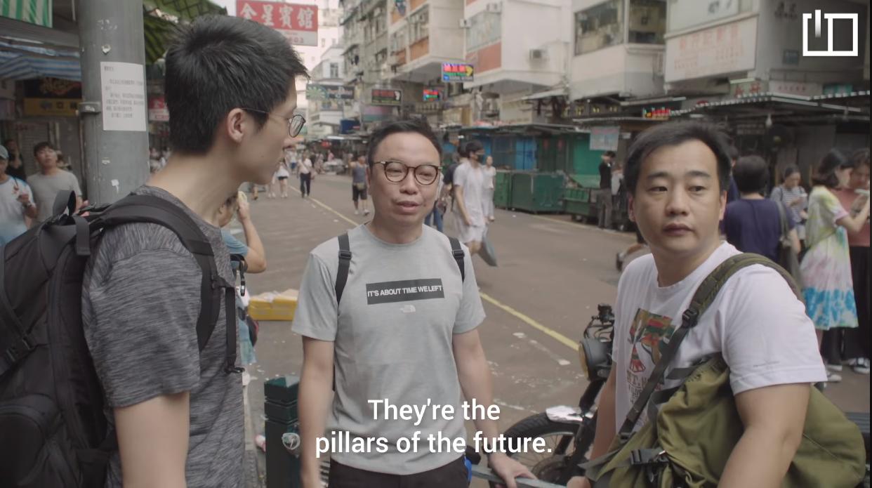 Hai phụ huynh phát biểu thanh niên là rường cột của đất nước cho nên là phụ huynh họ có bổn phận ủng hộ cuộc đấu tranh của thanh niên Hong Kong.