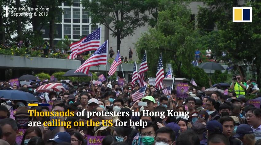 Ngày chủ nhật 8 tháng 9 năm 2019, hàng ngàn người dân Hong Kong đã tập trung trước tòa lãnh sự Hoa Kỳ tại Hong Kong, kêu gọi sự giúp đỡ của Hoa Kỳ cho cuộc đấu tranh dân chủ ở Hong Kong. Nguồn SCMP.