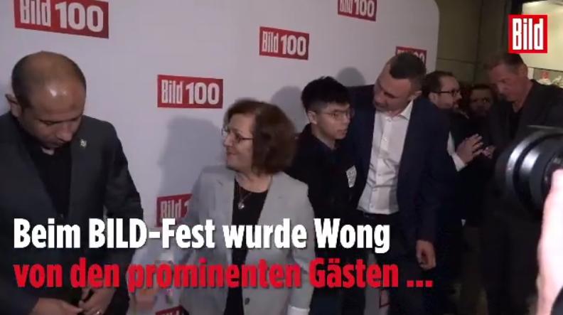 Hoàng Chi Phong đã được báo Bild mời tham dự buổi liên hoan Bild100 trước khi gặp gỡ Bộ trưởng Ngoại Đức Heiko Mass. Nguồn DT Trinh