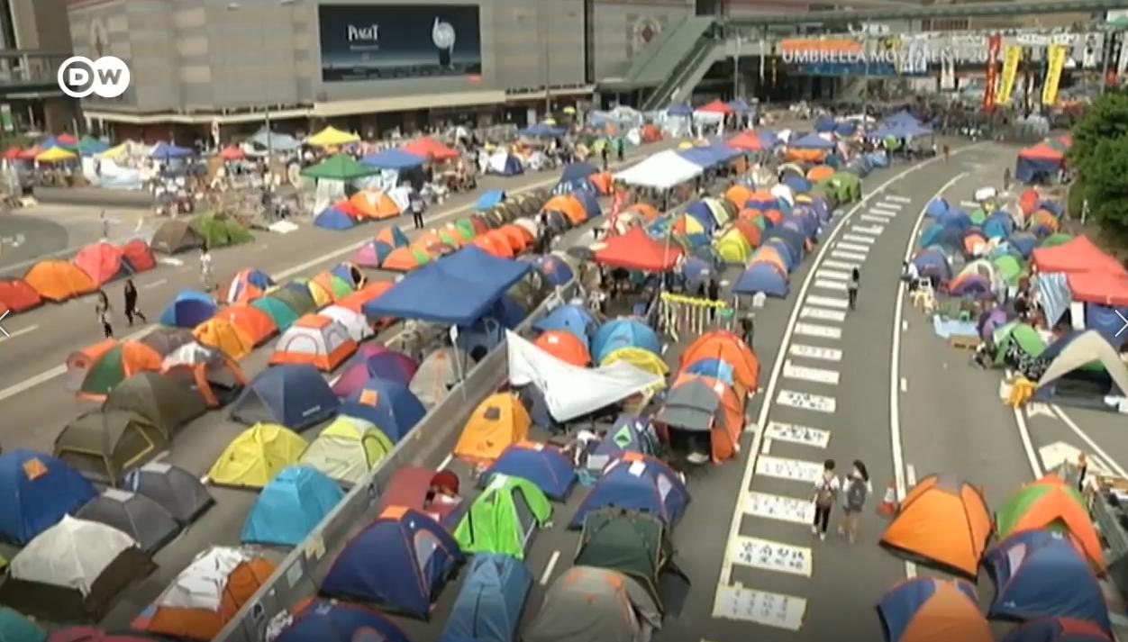 Cuộc biểu tình chiếm đóng kéo dài 79 ngày của sinh viên Hong Kong vào tháng 9 năm 2014. Nguồn internet.