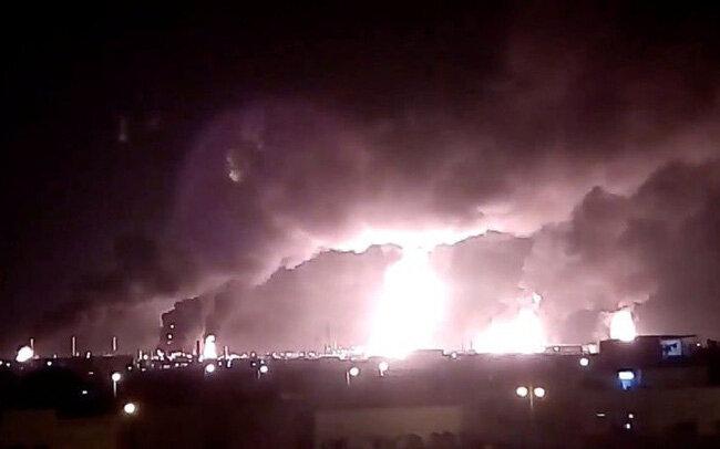 Nhà máy lọc dầu ở thành phố Abqaia và Khurais của Saudi Arabria bị tấn công hôm 14 tháng 9 khiến sản lượng dầu của nước này giảm 5,7 triệu thùng/ngày, tương đương gần 6% nguồn cung dầu thô thế giới. Nguồn internet.