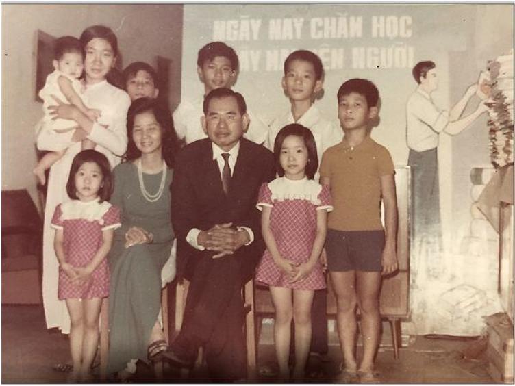Ông bà Nguyễn Hùng Trương và các con.