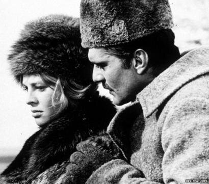 Hai diễn viên Omar Sharif và Julie Christie trong một cảnh phim Bác sĩ Zhivago. Nguồn internet.
