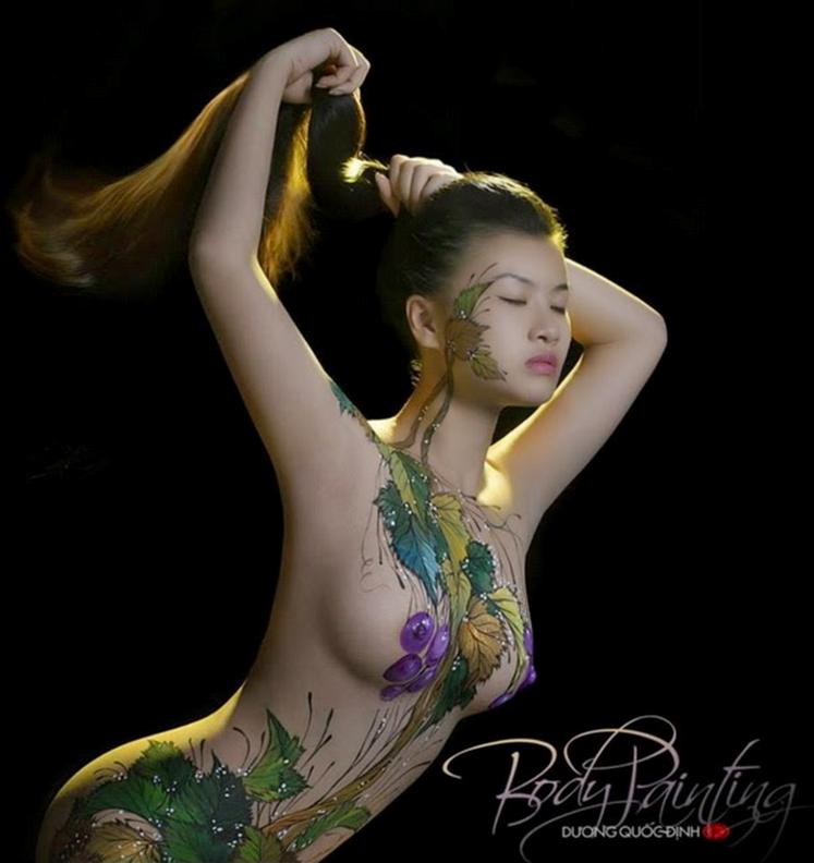 Người mẫu 9X được trả hàng ngàn đô la cho một buổi chụp mẫu body painting.