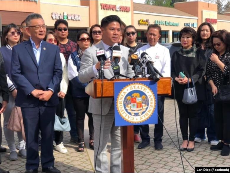 Tổ chức họp báo cùng với Nghị viên Kansen Chu để nâng cao nhận thức của cộng đồng về virus corona vào thời điểm đầu đại dịch, tháng 2/2020.
