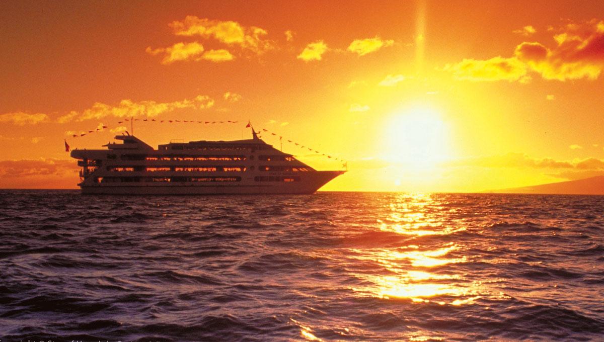 Sunset cruise (© Star of Honolulu)